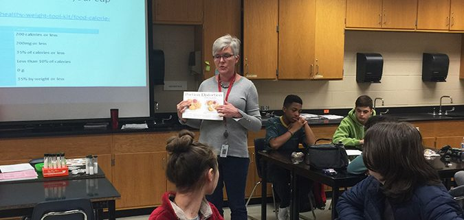 SHIP dietitian, Ms. Dannon, presents to LINC5 students.