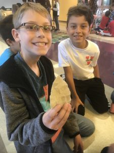 4th graders examine artifacts