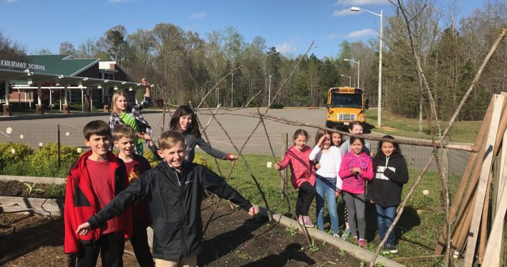 Garden Club builds trellises