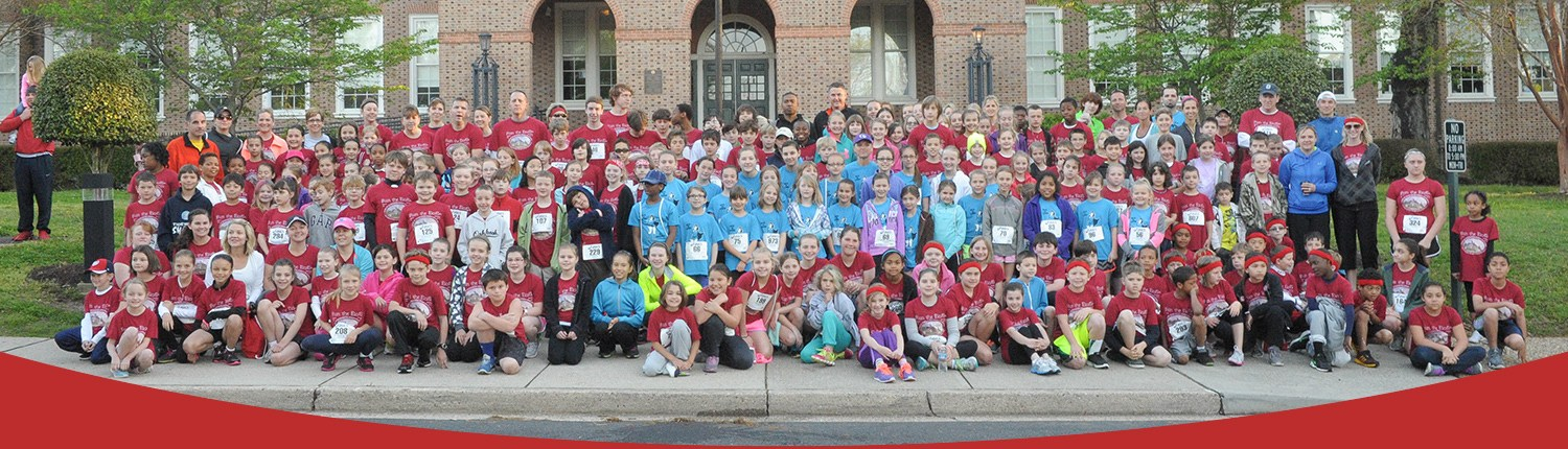 Group photo of all students, staff and community members that participated in Run the DoG