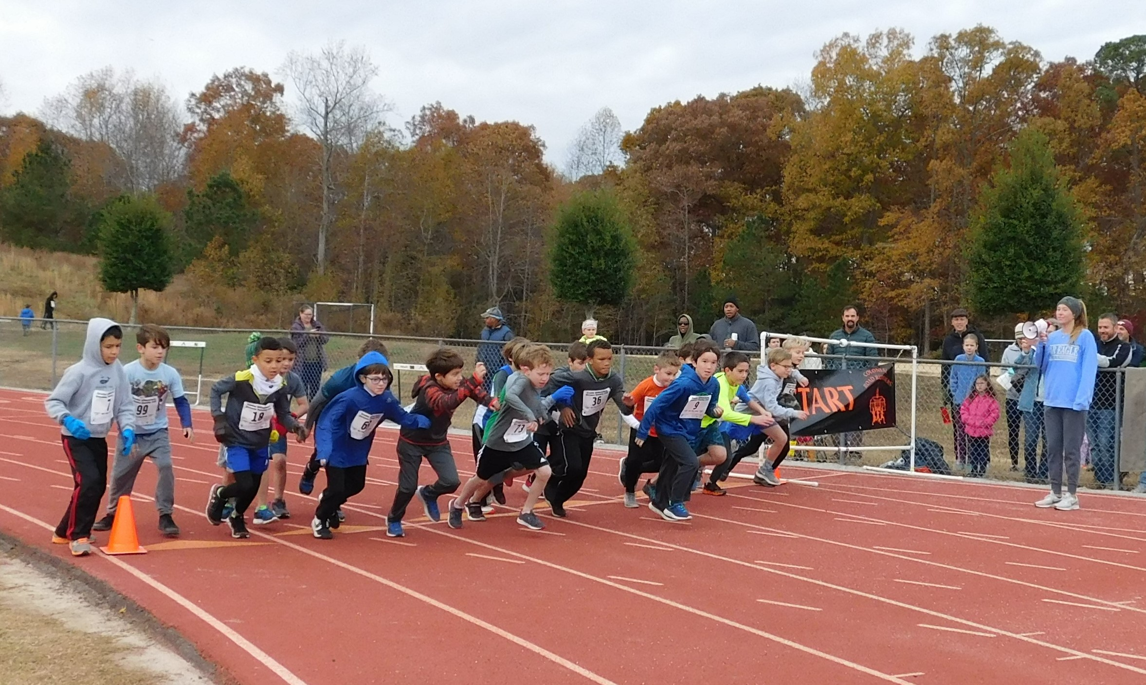 3rd and 4th grade boys starting off on their 1 mile run